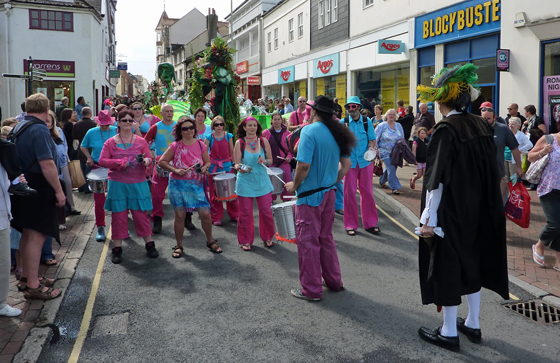 Parade in High Street